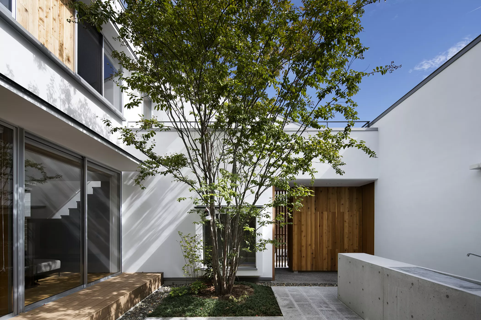 Tagged: Outdoor and Garden.  House in Mihara by Leibal