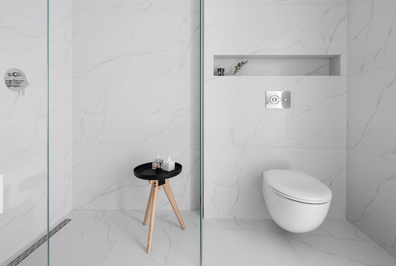 Tagged: Bath Room, Marble Floor, Marble Wall, and One Piece Toilet.  S H Apartment by Leibal
