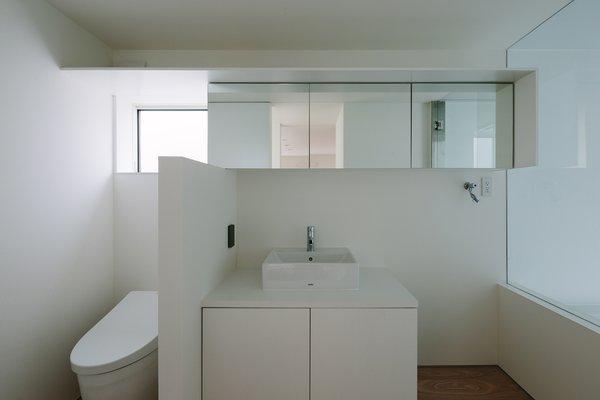 Modern home with bath room. Photo 4 of Vida