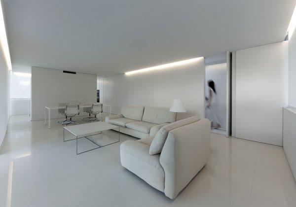 Photo 17 of Breeze House modern home