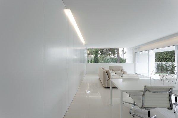 Photo 16 of Breeze House modern home