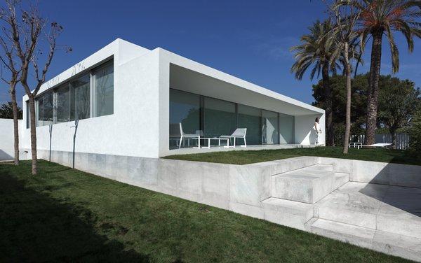 Photo 2 of Breeze House modern home