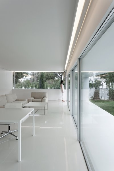 Photo 14 of Breeze House modern home