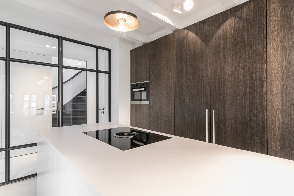 Tagged: Kitchen, Cooktops, Wood Cabinet, Pendant Lighting, and Engineered Quartz Counter.  Project CC by Leibal