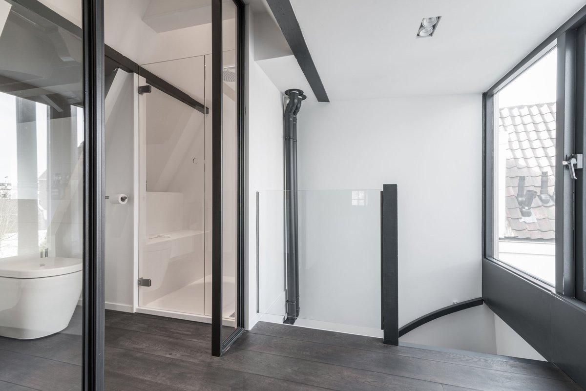Tagged: Bath Room, Dark Hardwood Floor, and Freestanding Tub.  Project CC by Leibal