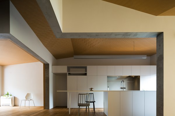 Modern home with kitchen and medium hardwood floor. Photo 4 of ROROOF vol.2