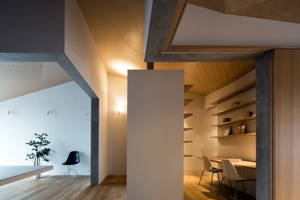 Modern home with office, study, desk, chair, shelves, and medium hardwood floor. Photo 5 of ROROOF vol.2