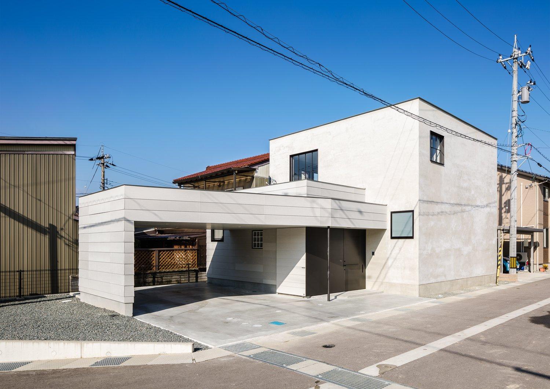 Residence in Takariya by Leibal