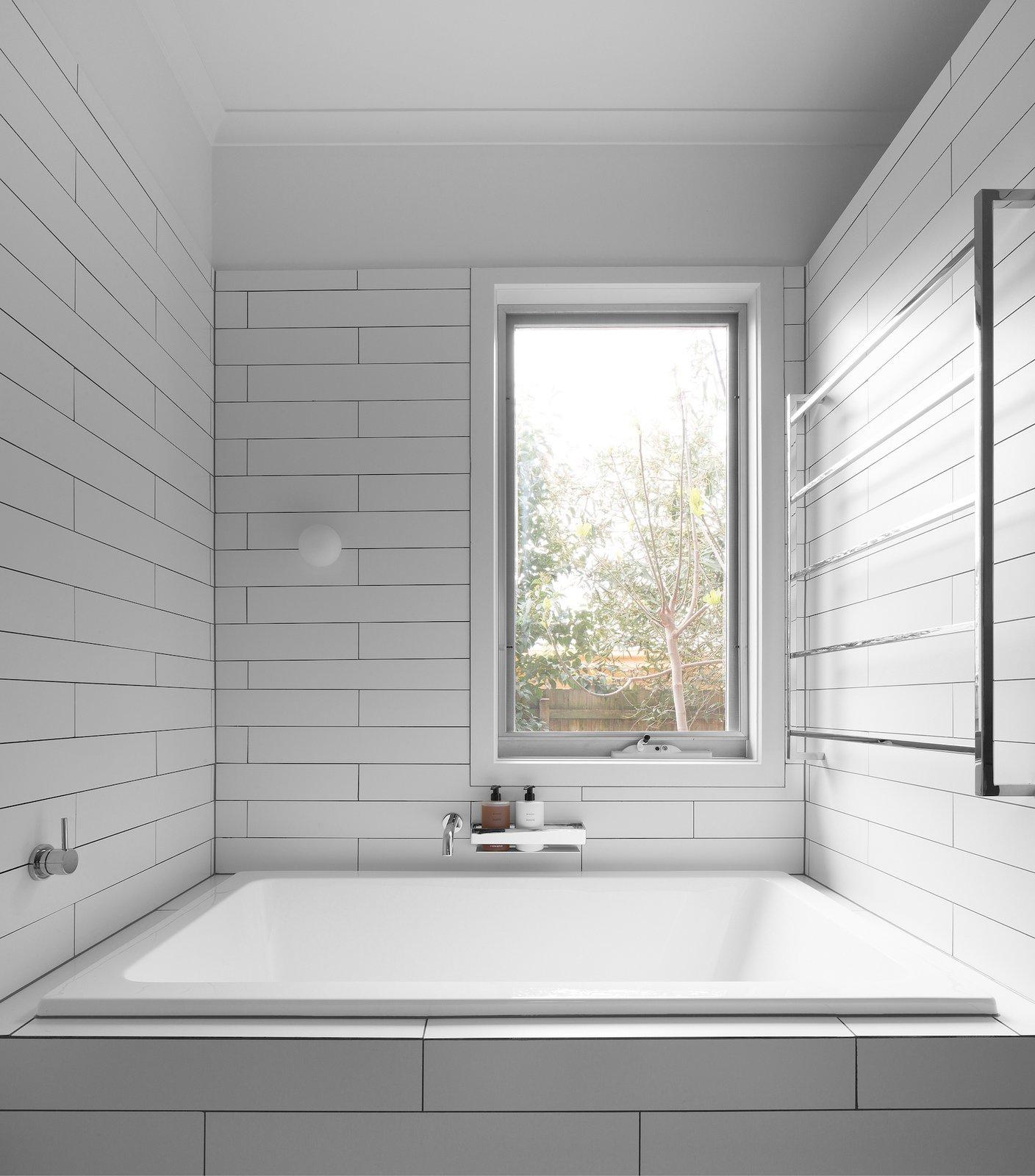 Tagged: Bath Room, Alcove Tub, Soaking Tub, and Ceramic Tile Wall.  Corhampton Rd Residence by Leibal