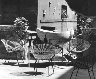 Knoll Inspiration: Reintroducing the Bertoia Two-Tone - Photo 6 of 6 - Bertoia Two-Tone Diamond Chairs in Rome. Photograph by Klaus Zougg from the Knoll Archive.