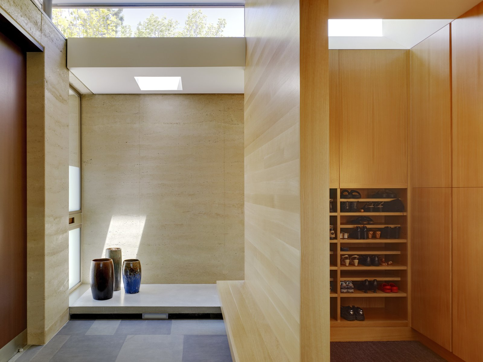 rammed earth Genkan entry  Palo Alto Residence by CCS Architecture
