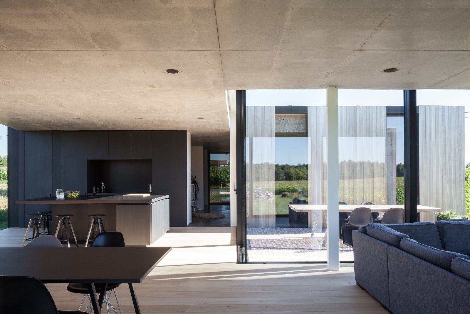 Photo 11 of 14 in Defying traditionalism: concrete bungalow inserted in a rural Belgian landscape