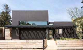"""The Woman Who Grew Up in This L.A. Home Returned to Give it a Stunning Renovation - Photo 1 of 11 - Benjamin Moore's """"Universal Black"""" distinguishes the exterior from the unfinished spruce fence."""