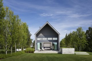 This Modern Farmhouse Outside Toronto Makes Its Own Rules - Photo 10 of 11 -