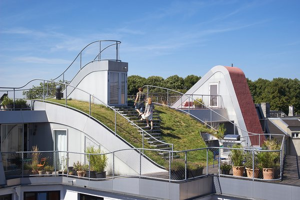 The construction was done to make sure that the four areas of the roof — the sundeck, grass hill, play space, and outdoor terrace — all felt like distinct but united areas.