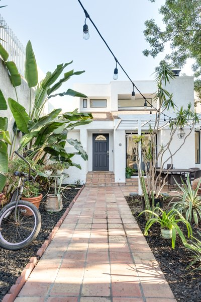 Outsite partnered with Batch on this Venice Beach home to offer a place where locals can shop, live, and work. But considering how much the address can do, not much was changed of its midcentury exterior.