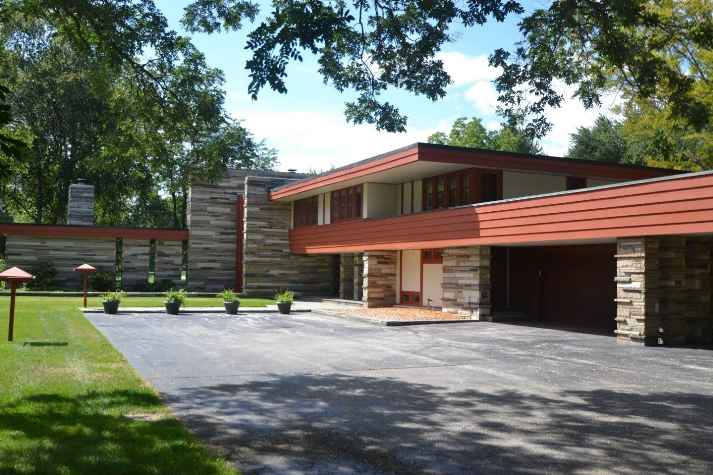 Glenn Beach's 1956 Gilbert Currie House is characteristic of the midcentury modern style with its streamlined, texture-rich exterior.