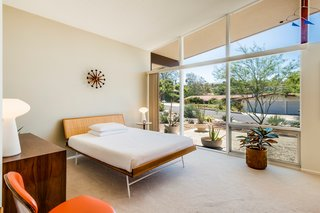 A Midcentury Home For Sale in L.A. That Was Originally Designed For a WWII Pilot - Photo 11 of 16 -