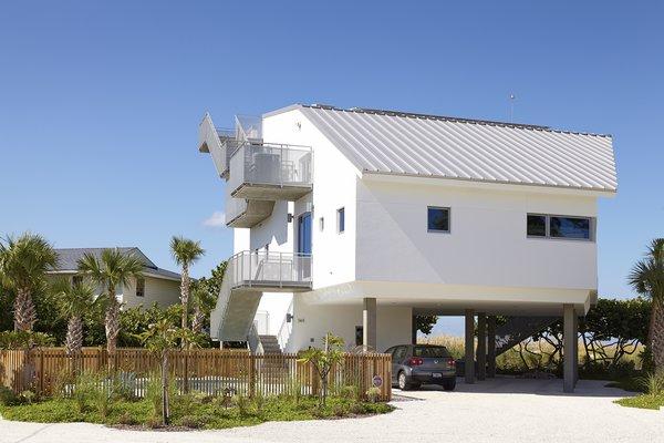 Photo 3 of Seagrape House modern home