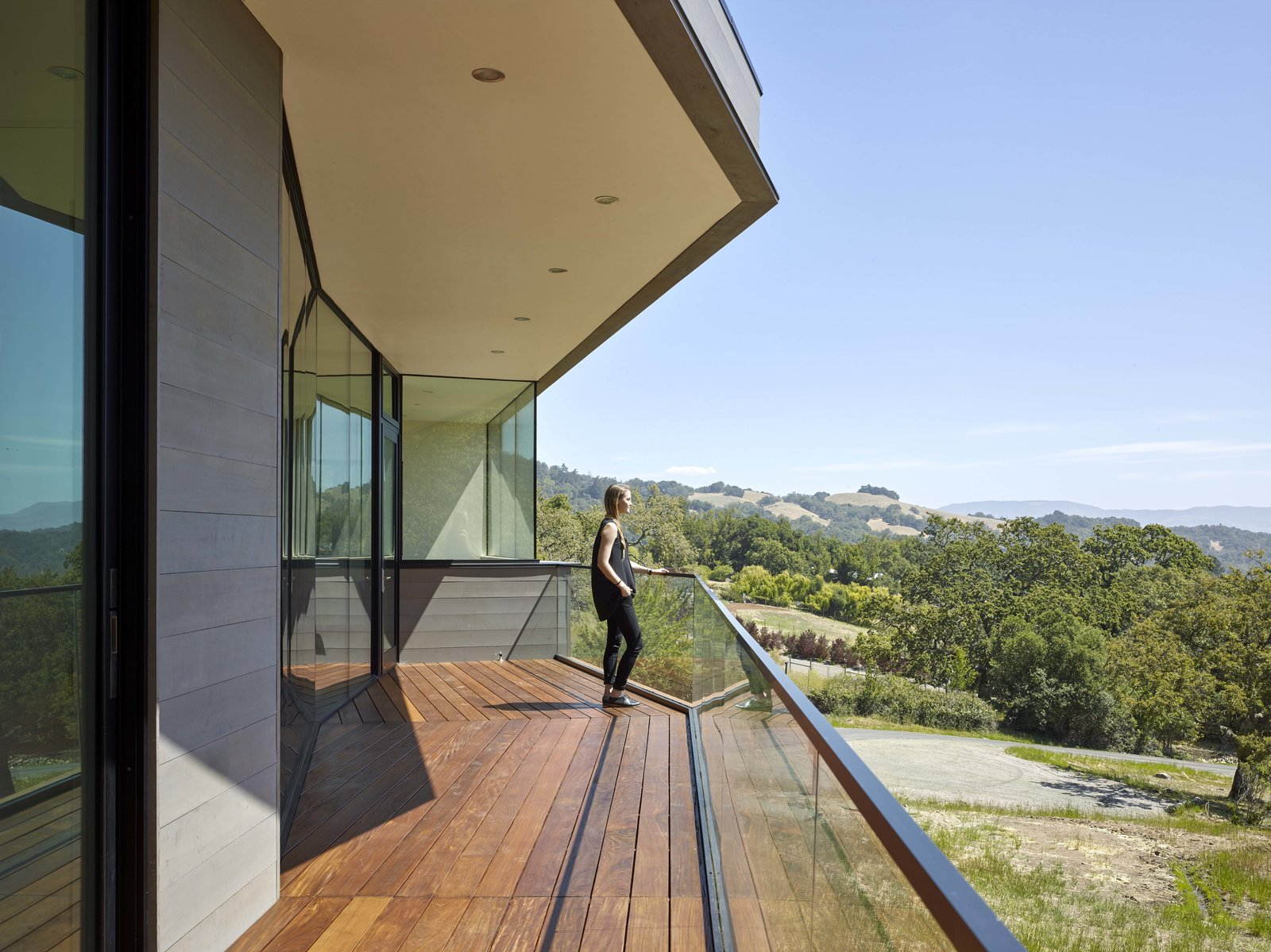Front deck  Box on the Rock by Schwartz and Architecture