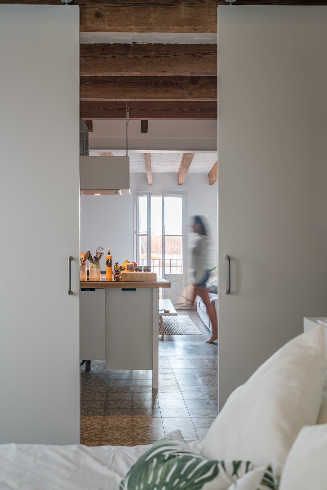 Operable Panels Tagged: Bedroom.  Old Town Refurbishment by Habitan Architects