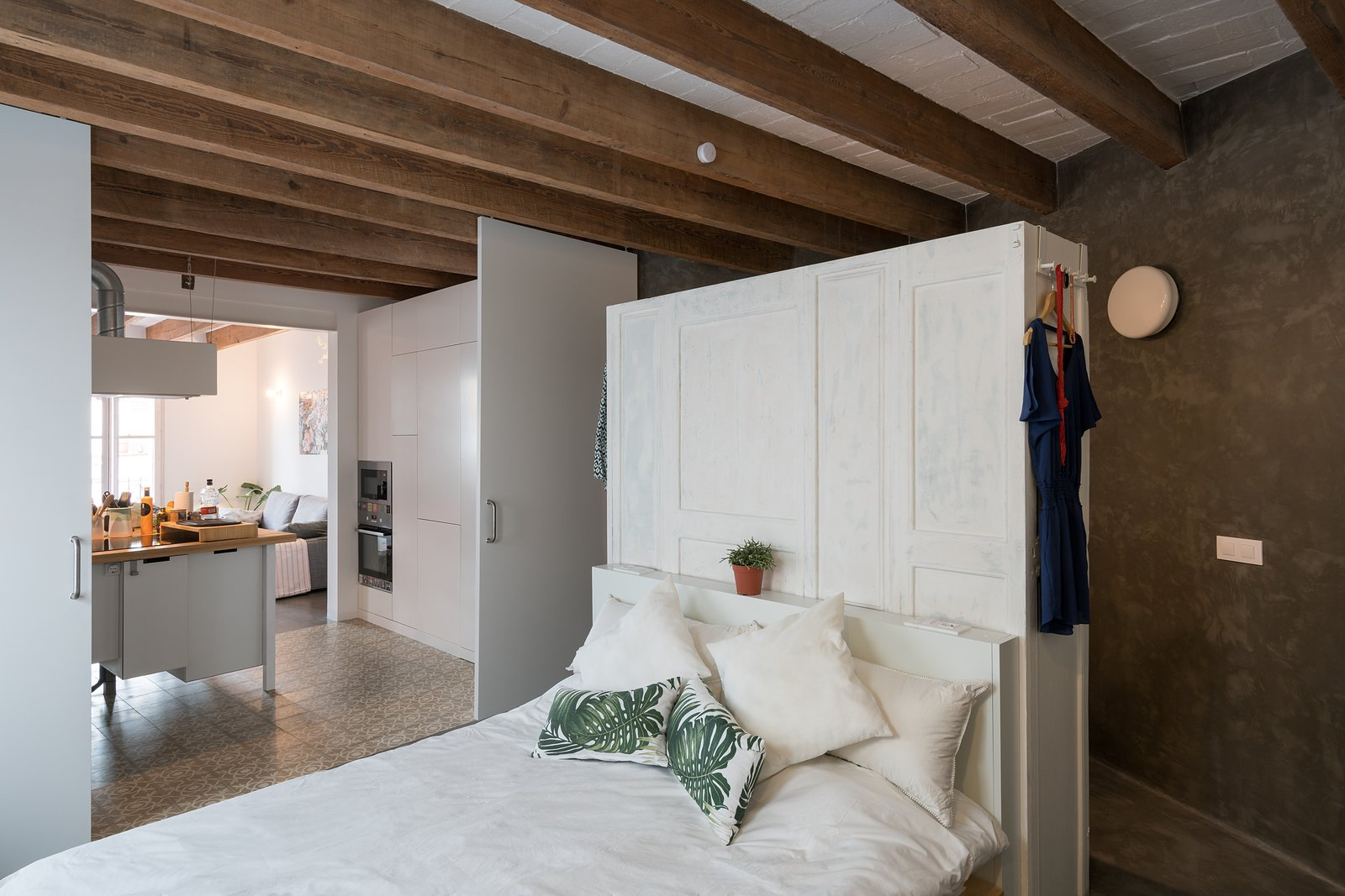 Bedroom Old Town Refurbishment by Habitan Architects