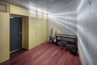 A Concrete Micro-House in Japan Works All the Angles - Photo 14 of 15 -
