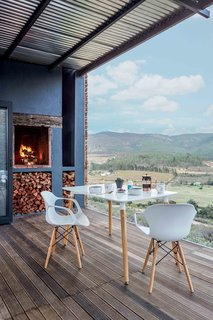 Take in the South African Countryside in This Shipping Container Eco-Cabin - Photo 6 of 8 -