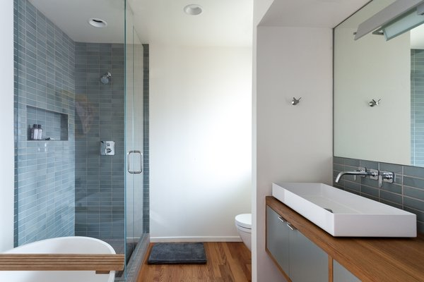 Modern home with bath room. Master Photo  of South Land Park
