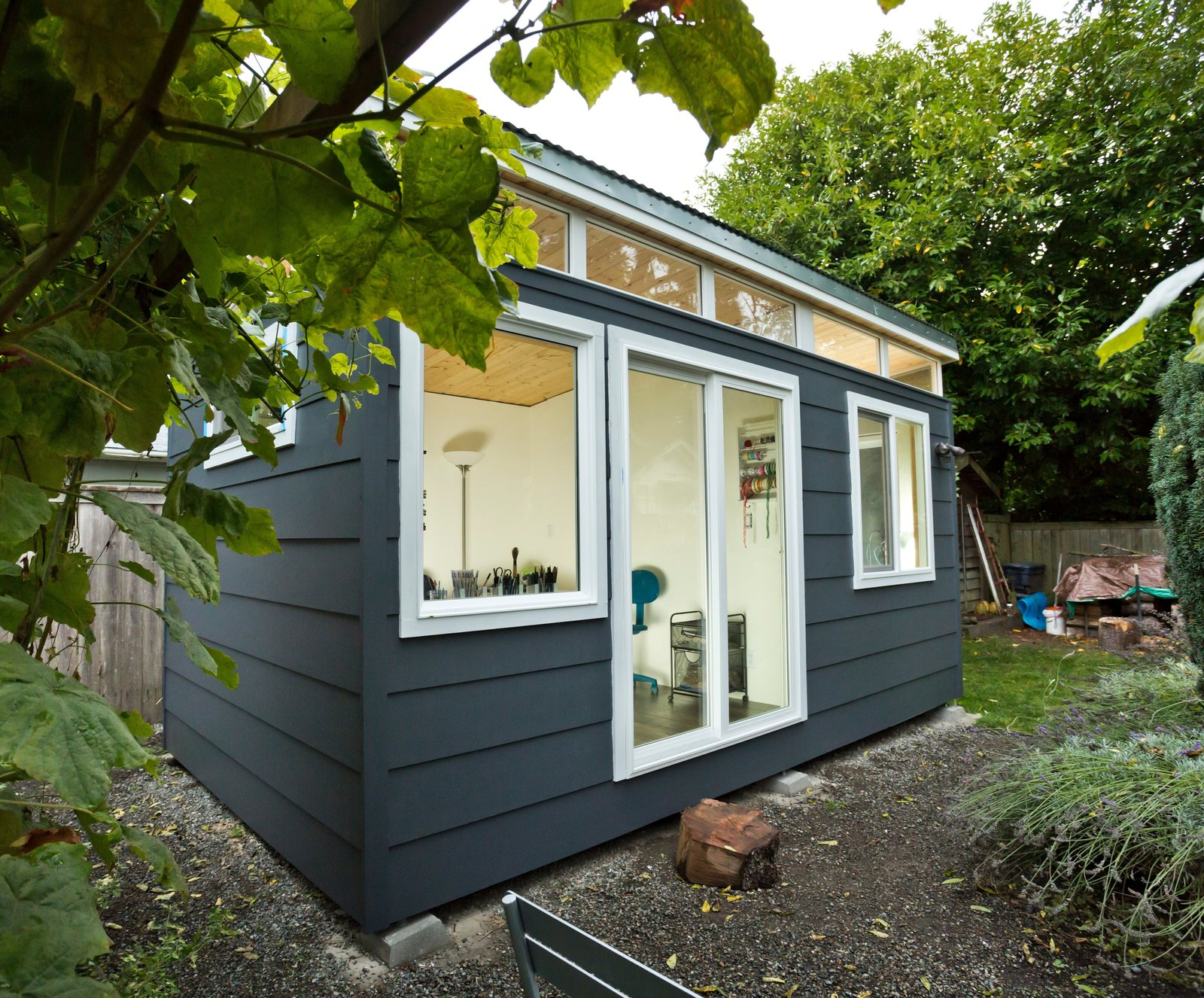 ^ Dwell - Modern-Shed Liveable Space