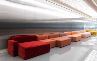 The Rope sofa combined in a dazzling color combination.