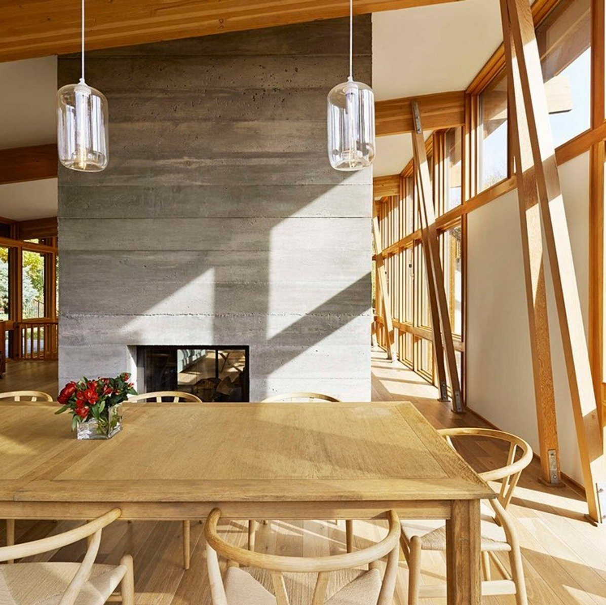 Take a peek at 3 #kitchen #table #pendant #lighting installations that embrace #midcentury #modern. Featured interior designed by Ole Sondresen.