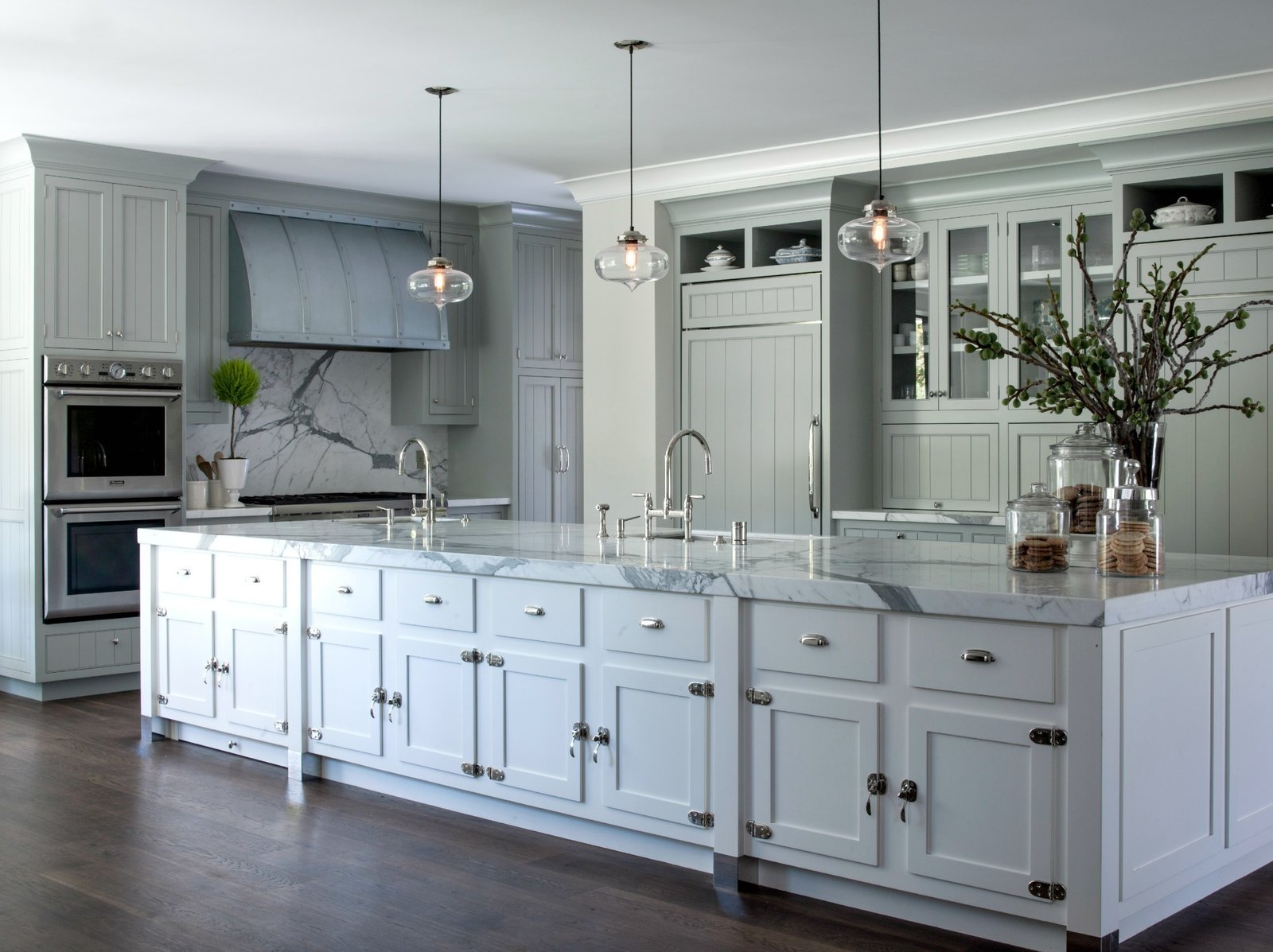 Modern farmhouse incorporates contemporary kitchen island for Modern pendant lighting for kitchen island