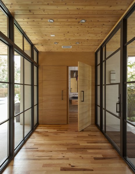 Modern home with bath room and pendant lighting. Photo 3 of Strait Lane