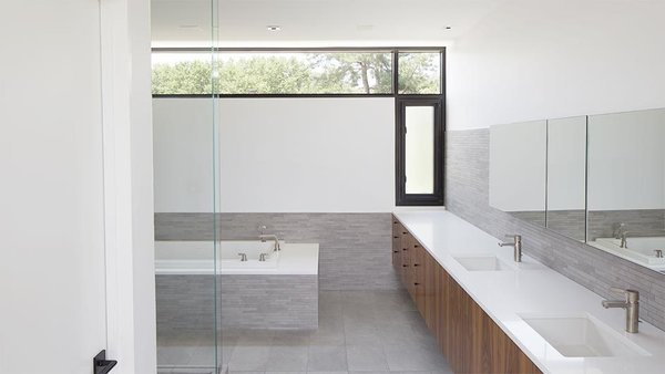 #interior #bathroom #tile #kansascity #baulinderhaus #hufft  Photo credit by Mike Sinclair Photo 5 of BauLinder Haus modern home