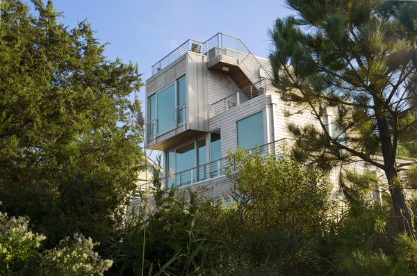 Stair leads from 3rd floor deck to pool on roof Photo 6 of Chesapeake Bay House modern home