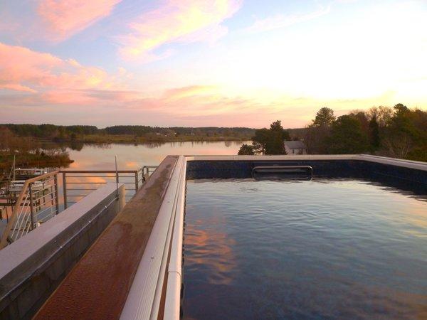 Resistance pool on roof overlooks the Chesapeake Bay Photo 13 of Chesapeake Bay House modern home