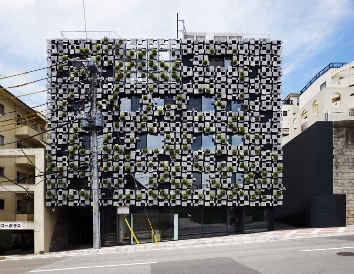 The façade of the Green Cast building is covered with planters made of aluminum die-cast panels. The 3 (up to 6) aluminum panels, which also form planters, are made in monoblock casting. Each panel is slanted, and its surface appears to be organic, of which cast comes from decayed styrene foam. Equipment such as watering hose, air reservoir for ventilation and downpipes are installed behind the panels so that the façade can accommodate a comprehensive system for the building. Architect Spotlight: 12 Works by Japanese Architect Kengo Kuma - Photo 8 of 13