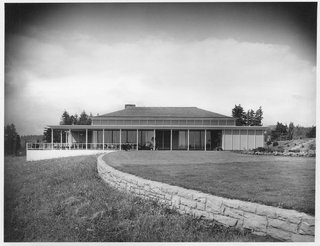"Spotlight on John Yeon, the Father of Northwest Regional Architecture - Photo 9 of 14 - Exterior of the Lawrence and Anne Kistner Shaw House in Portland, Oregon, 1950. The Shaw House was the only one of Yeon's ""palace-style"" houses that was actually built."