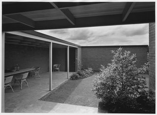 Spotlight on John Yeon, the Father of Northwest Regional Architecture - Photo 10 of 14 - The Evans W. and Helene Hidden Van Buren House courtyard in  Portland, Oregon (1948), featured in House and Home Magazine in 1954.