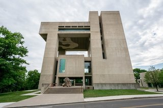 Situated on a 1,000-foot slope that overlooks Lake Cayuga in Ithaca, the museum was designed by I.M. Pei and John L. Sullivan, with additional help from the firm Pei Cobb Freed & Partners. Spreading out over 61,000 square feet, the museum has nine stacked floors that house the exhibition spaces.