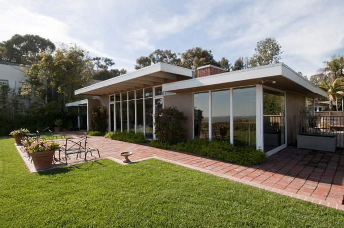 Constructed in Pacific Palisades, on a bluff overlooking the ocean, the West House was completed in 1948 and was the first of four adjacent houses on Chautauqua Boulevard that were built as part of Arts & Architecture magazine's Case Study House program. (the neighboring Case Study Houses #8, #9, and #20 were completed within the following two years). Designed by Rodney Walker, the 1,600 square foot home takes full advantage of the panoramic ocean views with floor-to ceiling-glass panels.