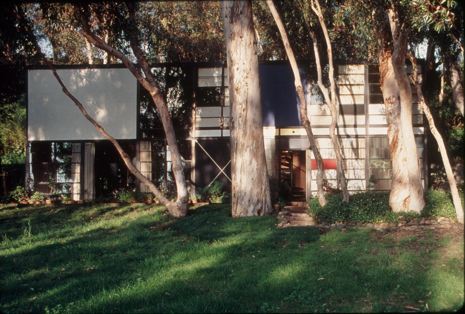 Located in Los Angeles' Pacific Palisades neighborhood, The Eames House, also known as Case Study House No. 8, is a landmark of midcentury modern architecture. Constructed in 1949 by husband-and-wife Charles and Ray Eames, they lived in the home—which served as both their home and studio—until their deaths. Charles in 1978 and Ray, ten years to the day, in 1988. Tagged: Exterior and House.  Photo 3 of 11 in A Look at 10 Iconic Case Study Houses in California