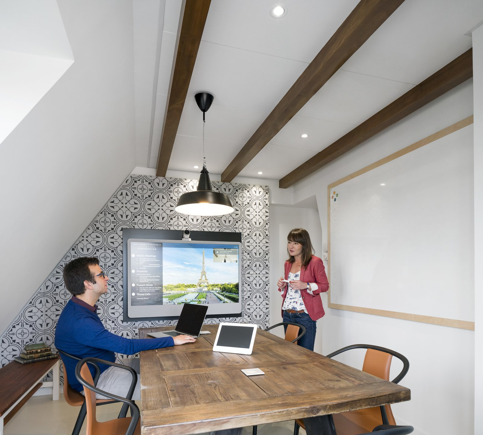 With a traditional mansard roof, a variety of levels and atypical corners, the office resembles a quaint attic loft synonymous with Parisian city architecture.