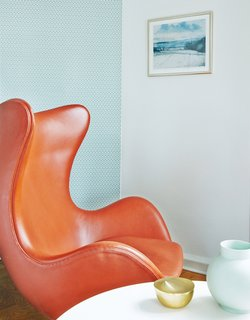Get Your Fix of Midcentury Scandinavian Design at This Copenhagen Hotel - Photo 7 of 8 - Arne Jacobsen's Egg Chair