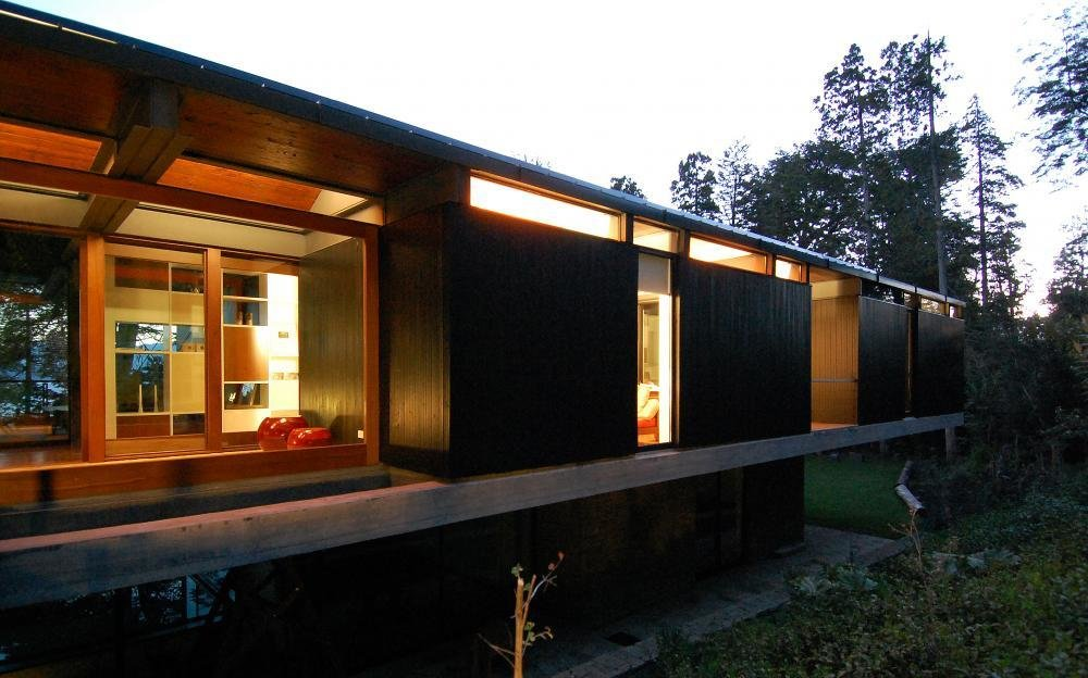 A holiday home located in the north part of Nahuel Huapi Lake, in the Lake District of Argentinian Patagonia. Casa Techos is set between the trees on the lower level of the site adjacent to the lake. Divided into two levels—the public and family spaces placed on the ground level, with guest rooms and service areas on the lower level. Challenges included meeting local standards requiring that the roof have a minimum slope, and providing for the client's request for ample natural lighting. The use of terraces and patios increases the perimeter and along with the skylights, generate a interplay between interior and exterior spaces.