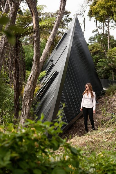 Set in the New Zealand rain forest, the Tate has landscaped the site with hundreds of plants exclusive to New Zealand to recreate a natural native forest landscape.