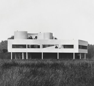 Dive Into a Visually Stunning Book That Celebrates Modernist Architecture and its Evolution - Photo 3 of 10 - Le Corbusier: Villa Savoye in Poissy, France, 1928-1931