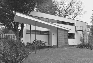 Dive Into a Visually Stunning Book That Celebrates Modernist Architecture and its Evolution - Photo 7 of 10 - Walter Gropius: The Gropius House in Lincoln, Massachusetts, 1937-1938