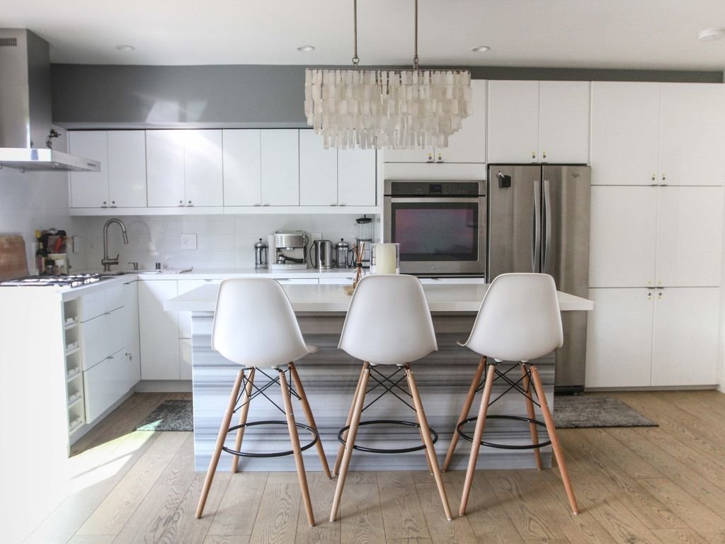 This sleek, modern, new-build Venice Beach home is only one block from the beach and the trendy Abbot Kinney.